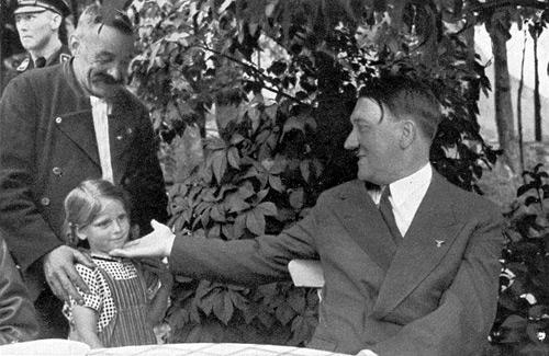 Hitler et une petite fille